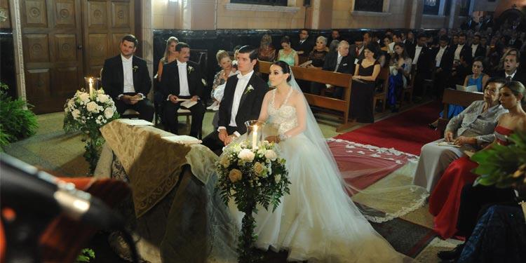 Los novios frente al altar